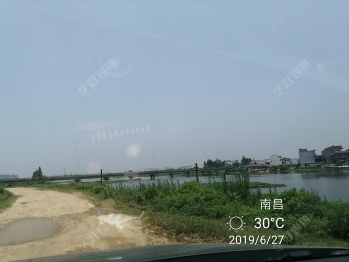 内湖村,从桥上过来的,河道的路坑坑洼洼不好走