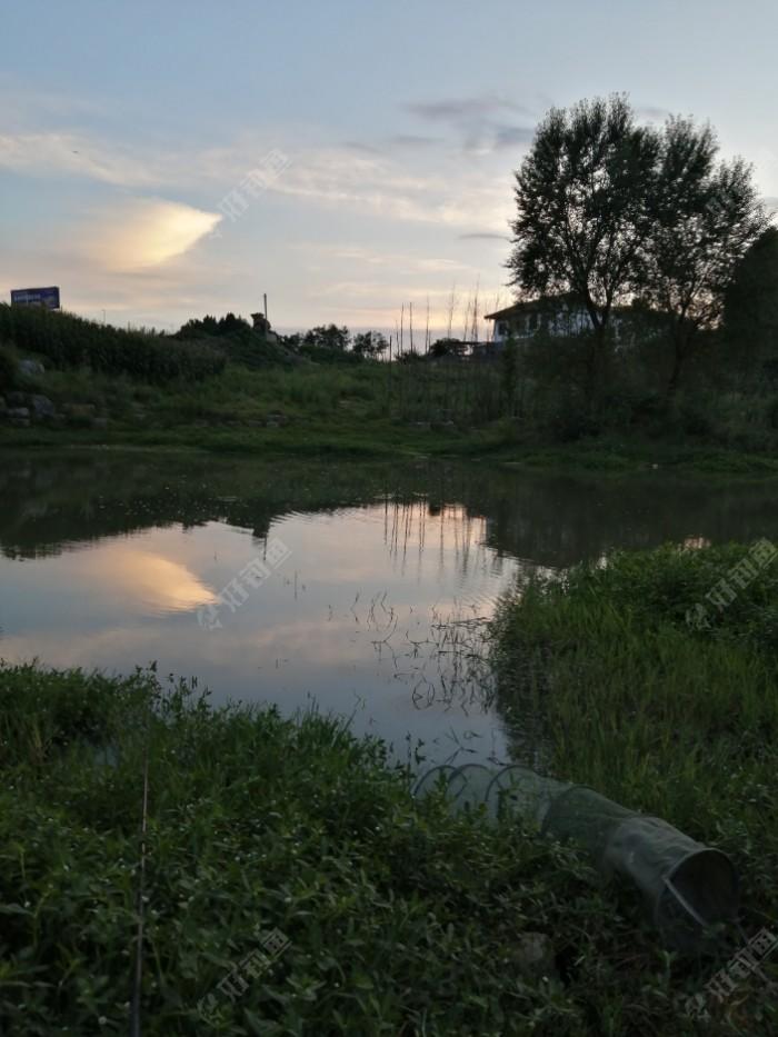 右边,鱼护已下水,风景这边独好