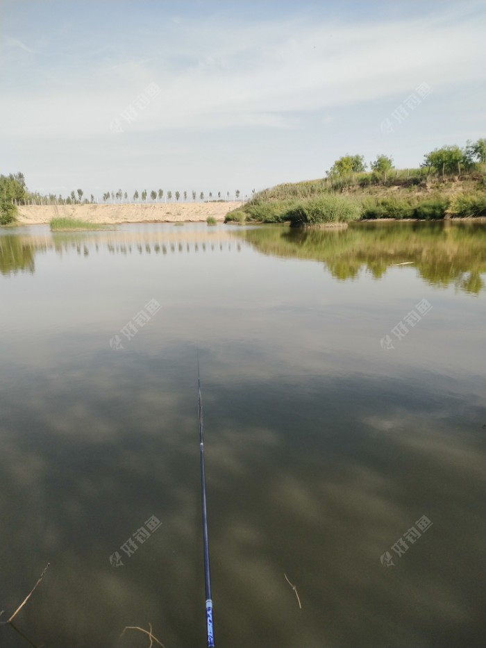 远处的鱼漂,看到不清楚。