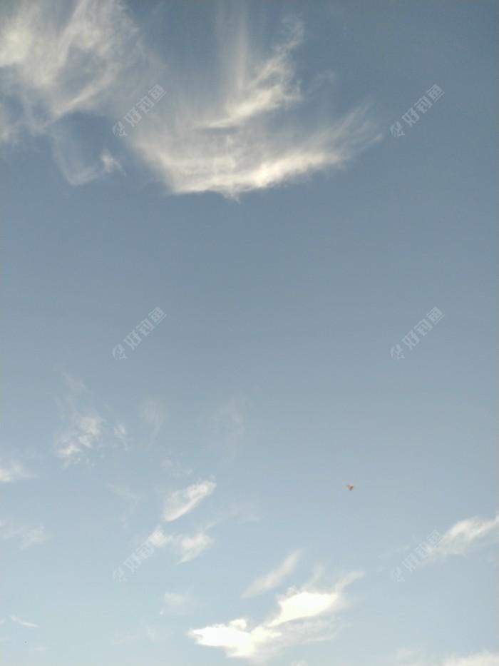 蓝蓝的天空,秋高气爽。