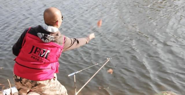 秋季钓鱼如何打一个够劲的窝?