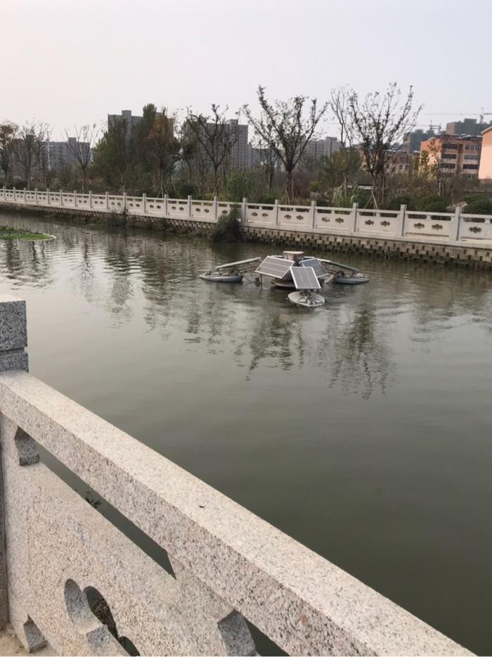 河里的太阳能电池板已经正常运行。