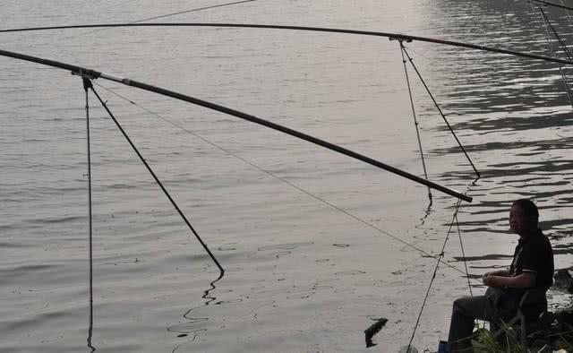 武汉垂钓一绝的长炮钓法,最长的鱼竿有26米之长