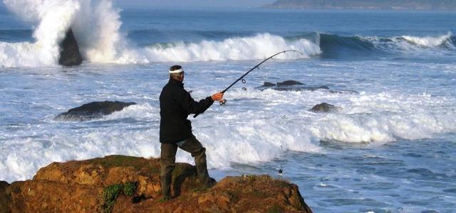 海钓时,如何抛竿抛得远?