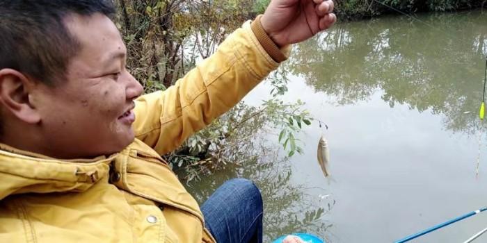 送哥上鱼了,笑得那么开心