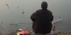 冬钓必不可少的几个秘诀,钓点与窝料饵料使用