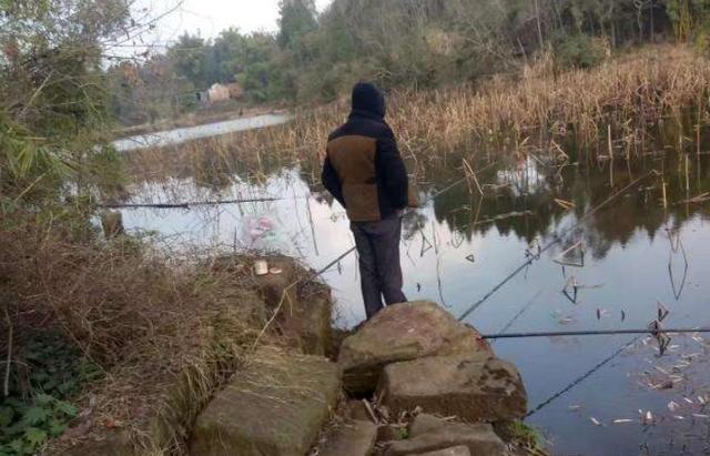 在野钓过程中,在水草区域钓鱼的一些注意事项