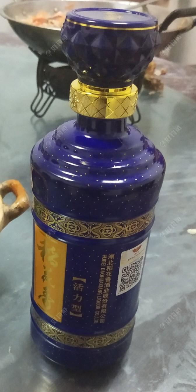 过年用的白酒就不细说了,当然就是这种了_湖北的稻花香酒;烟也是用湖北武汉的黄鹤楼的烟了😃😃😃