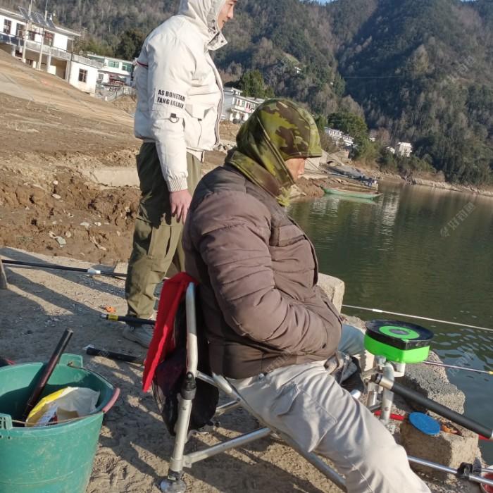通过我两天垂钓的鱼获,今天钓鱼者多了起来。