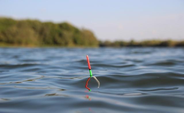 有些时候浮漂也会和钓鱼人作对