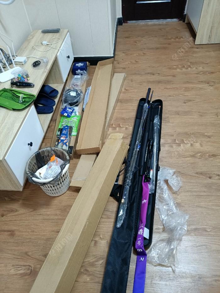 竿包到了,台钓的装备太多了,陆陆续续才重新买了一大半,还有马杂,鱼护,防晒衣,线钩配件,以后还是玩路亚方便,家里已经一大堆的装备,回家又的挨批了!
