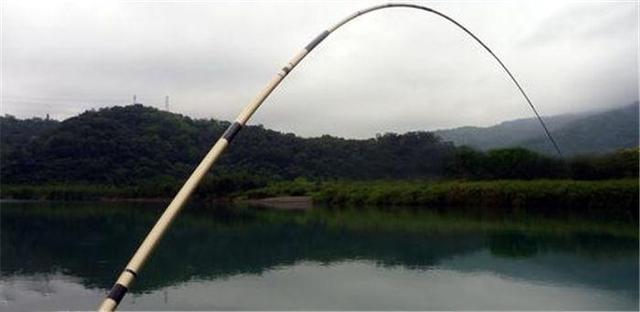 20斤的鱼都没断,为何只有3~5斤的鱼,起竿就会断节、爆竿